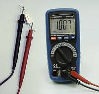 AMM-1032 Digital Multimeter - Measuring Resistance